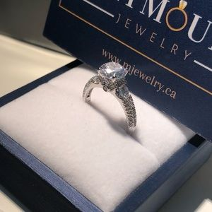 925 Sterling Silver Pristine CZ Engagement Ring